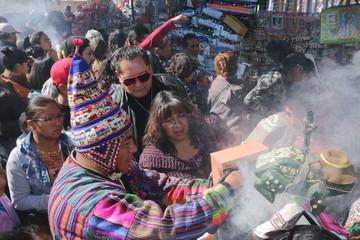 La bendición marcó la primera jornada de la feria de Alasitas