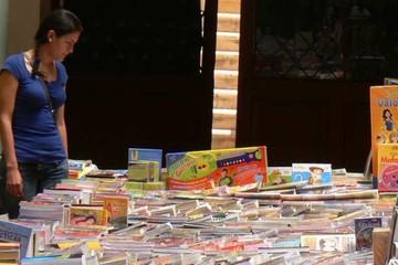 """Se instala Feria del Libro de la Asociación """"Joaquín Gantier"""""""