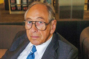 """Alvin  Toffler: El """"futuro"""" está de luto"""