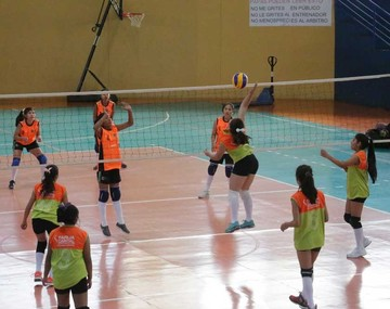 Colegios de Chuquisaca se despiden en voleibol