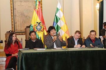 Evo plantea diálogo con Bachelet para zanjar conflictos en puertos