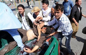 Ataque suicida en Kabul deja más de 60 muertos y 200 heridos