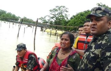 Al menos 57 muertos y 21 desaparecidos por inundaciones y deslaves en Nepal