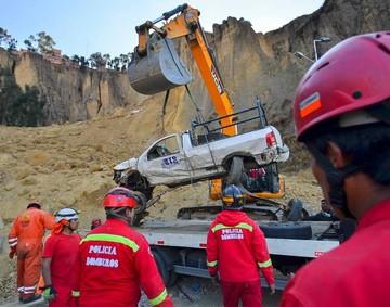 Deslizamiento de cerro enluta a La Paz