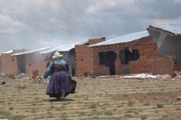 El Alto: Enfrentamiento por terrenos deja 10 viviendas incendiadas y 73 arrestados
