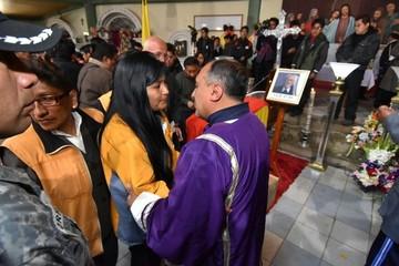 Ciudadanos de El Alto lloran la partida del padre Obermaier