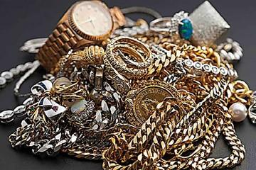 Turista paga casi $us 1 millón por unas joyas falsas