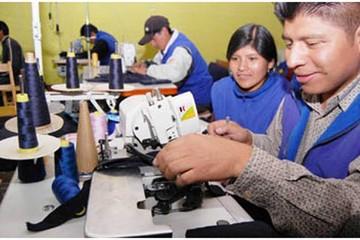 Gobierno alista política para acentuar la reducción del desempleo en Bolivia