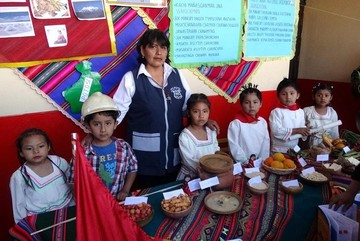 Niños exponen en quechua cultura nacional