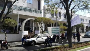 Administrativos de la Caja Petrolera de Salud inician paro nacional indefinido