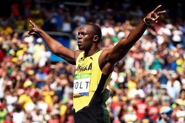 Bolt cumple el trámite en 200