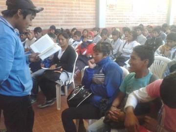 Presentan libro  escrito por niños de Yotala y Tarabuco