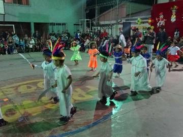 Exponen costumbres y tradiciones del país