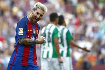 Barça se divierte en su estreno