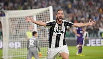 Higuaín salva a Juventus
