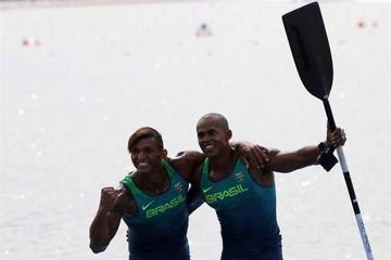 Brasileño logra el triplete
