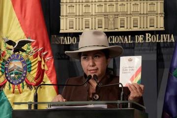 La ministra Paco habla sobre cierre de medios