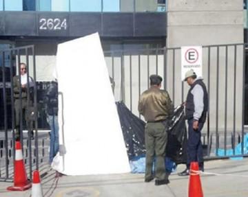 Trabajador muere tras caer de edificio en La Paz