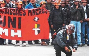 Gobierno prohíbe la venta de dinamita a los mineros cooperativistas