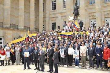 Colombia: Santos ordena vigencia de alto el fuego