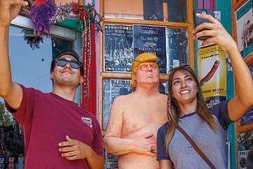 Retiran estatua de Trump desnudo en Manhattan