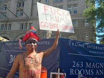Protestan frente al nuevo hotel de Trump