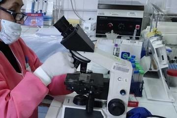 Mujer con VIH da a luz obviando los protocolos