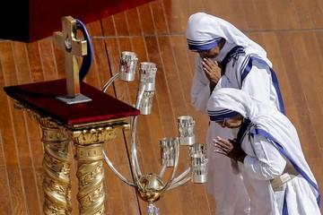 Francisco canoniza a la madre Teresa de Calcuta