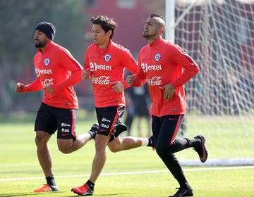 Arturo Vidal se molestó  y dejó la práctica de Chile