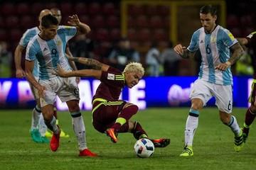 Argentina salva un punto