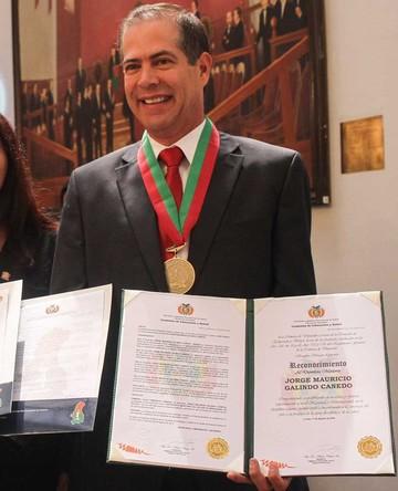 Boliviano recibe reconocimiento Chacaltaya de Oro