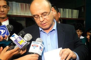 Denuncian libreta militar irregular del ministro Ferreira