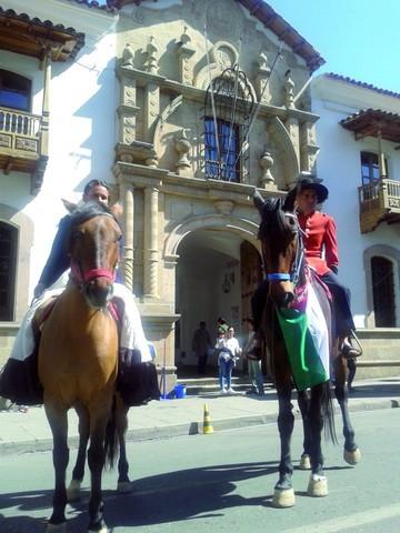 Caravana recorre las rutas de los esposos Padilla