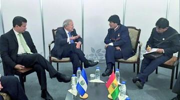 Morales y Sánchez Cerén  sostienen reunión bilateral