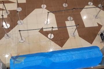 Lluvia con granizo en Yamparáez desvela goteras al interior del aeropuerto Alcantarí