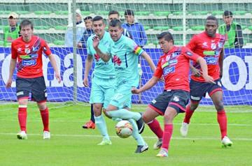 Bolívar golea y sube a la punta del Apertura