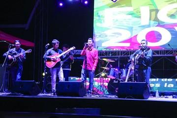 Sucre cantó con Los Nocheros y Huáscar