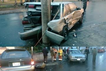 Colisión de dos vehículos cerca del Parque Bolívar deja graves daños materiales