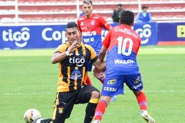 """La """"U"""" no puede en La Paz y cae 2-0 frente a The Strongest"""