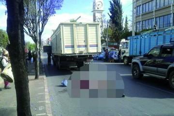 Mujer muere atropellada por carro de alto tonelaje