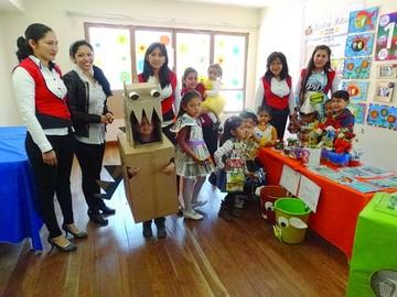 Kínder Bolivia enseña a alumnos a reciclar