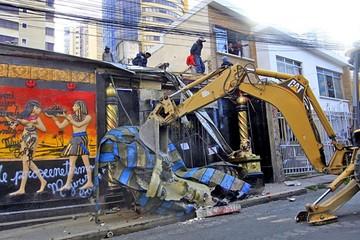 Local Katanas demolido y queda en escombros