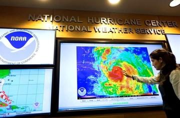 Huracán Matthew provoca destrozos en casas y postes caídos en Bahamas