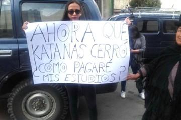 """Detrás de la mujer con el cartel del Katanas hubo un """"experimento social"""""""