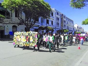 Alumnos se involucran en marcha y feria preventivas