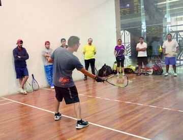 Entrenadores de raquet participan en capacitación