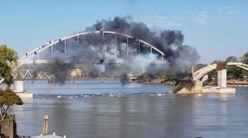 Hacen explotar puente para derribarlo; no lo consiguen