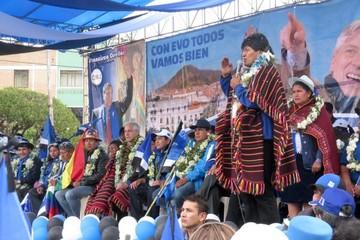 Kuzcynski y sus ministros recibirán un poncho yampara