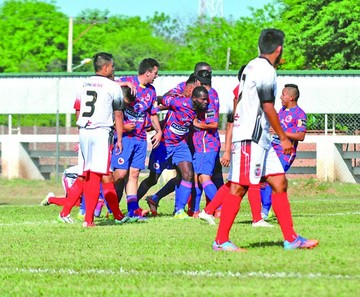 Fancesa cae en su debut