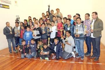 Raquet entrega premios